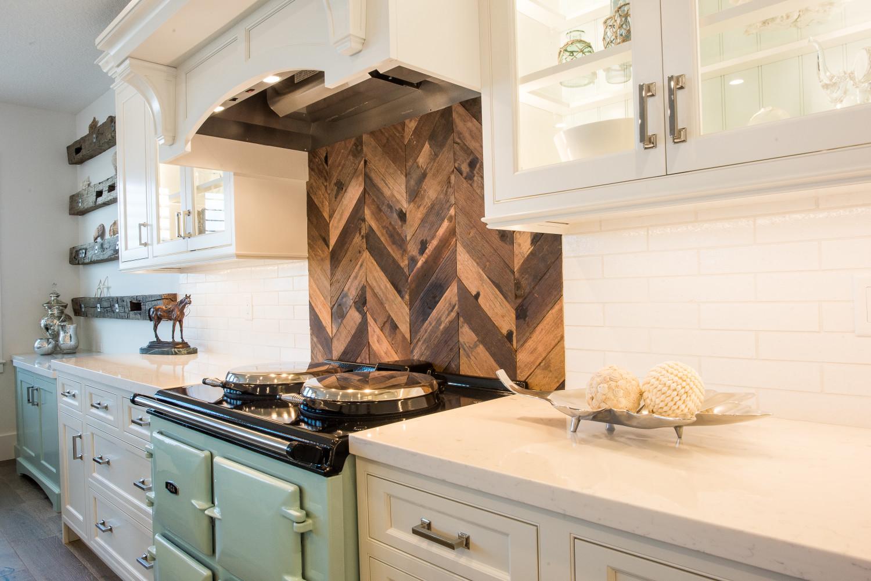 Charmant White Inset Cabinet Wood Backsplash